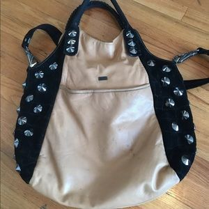Be & D tan leather bag.